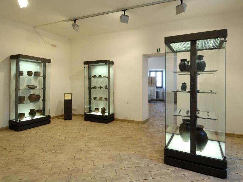 Montecchio. Tenaglie. Antiquiarum Comunale.Sa Fedeli, Marcello; jpg; 2126 pixels; 1417 pixels