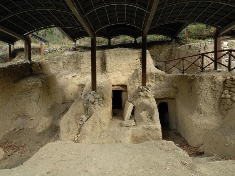 Necropoli umbro-etrusca del Vallone S. Lorenz Fedeli, Marcello; jpg; 2126 pixels; 1417 pixels