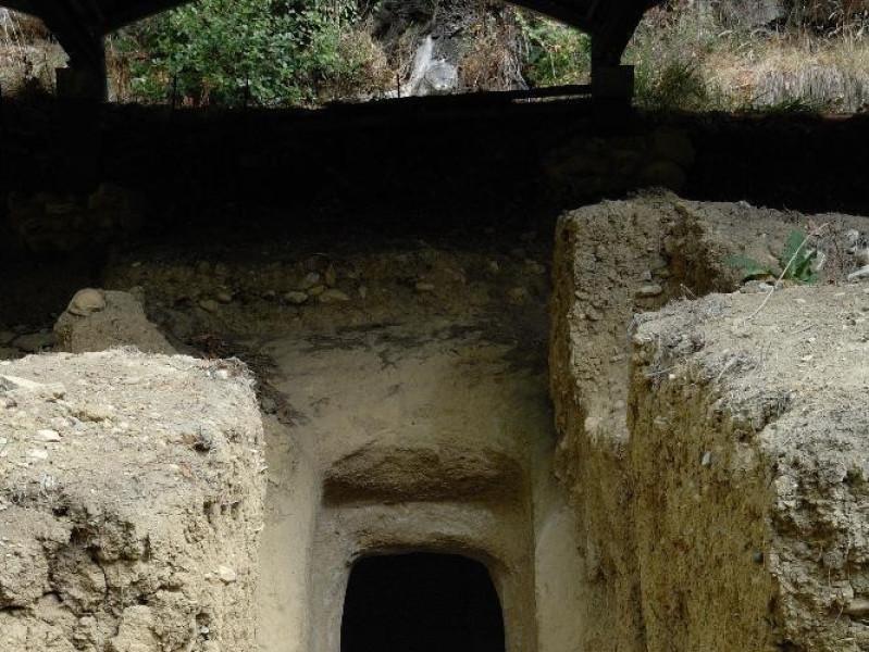 Necropoli umbro-etrusca del Vallone S. Lorenz Fedeli, Marcello; jpg; 1417 pixels; 2126 pixels