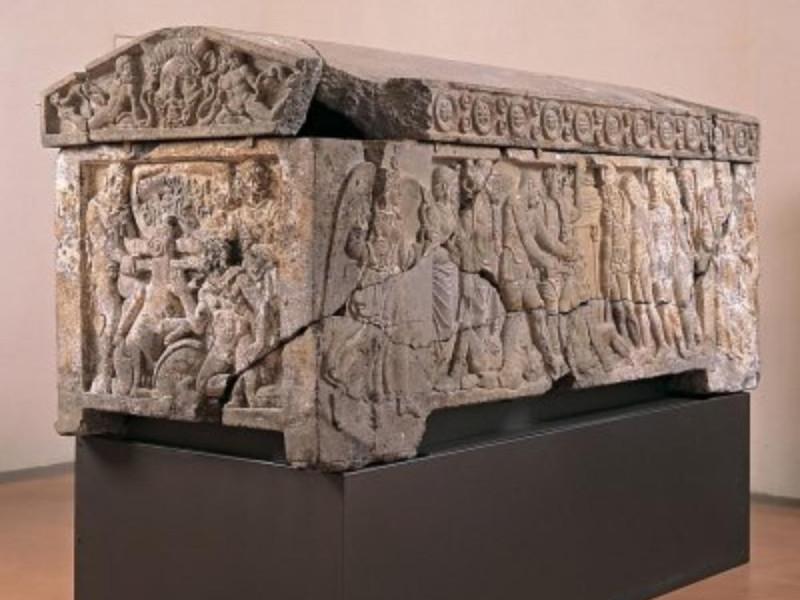 Sarcofago, ultimi decennio IV secolo a. C. Bellu, Sandro; jpg; 400 pixels; 360 pixels