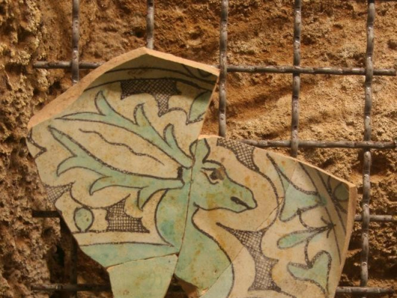 Frammento di ceramica medievale jpg; 2304 pixels; 3456 pixels