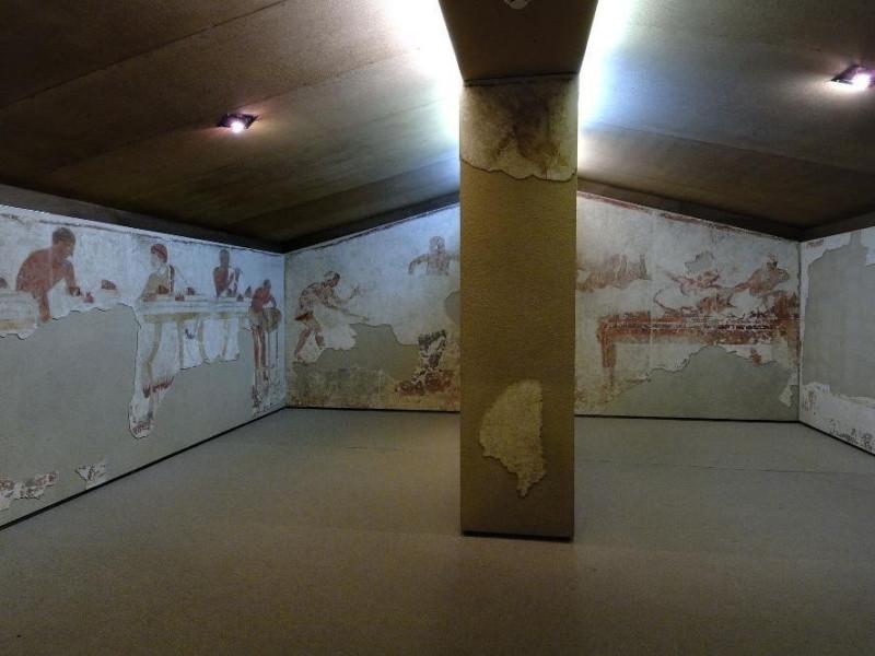 Tomba Golini. IV sec. a.C. II metà  Fedeli, Marcello; jpg; 2126 pixels; 1417 pixels