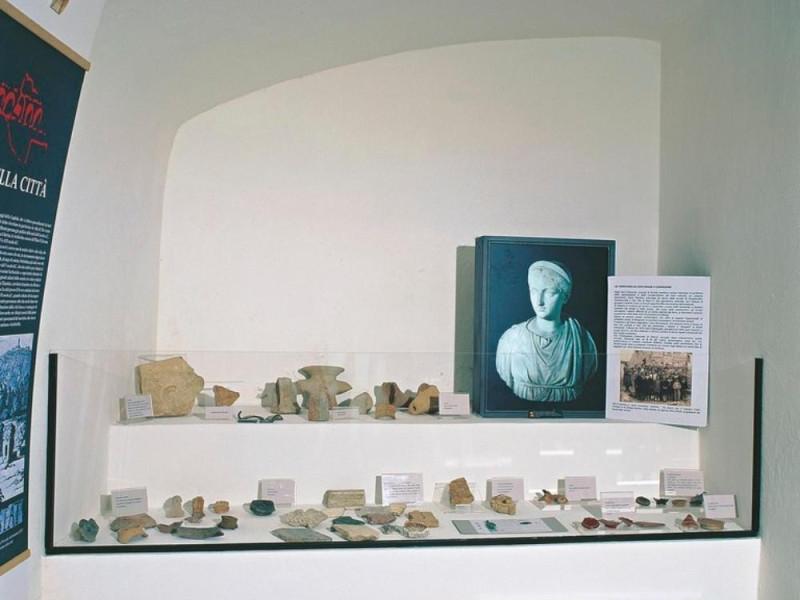 Antiquarium Comunale. Sala espositiva, allest Giorgetti, Alessio; jpg; 768 pixels; 621 pixels