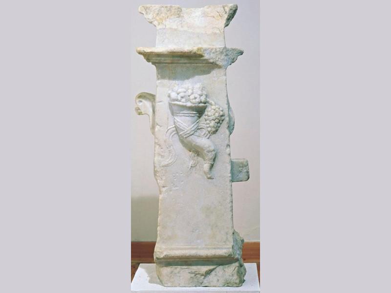 Antiquarium Comunale. Sostegno da tavolo, mar Giorgetti, Alessio; jpg; 338 pixels; 768 pixels