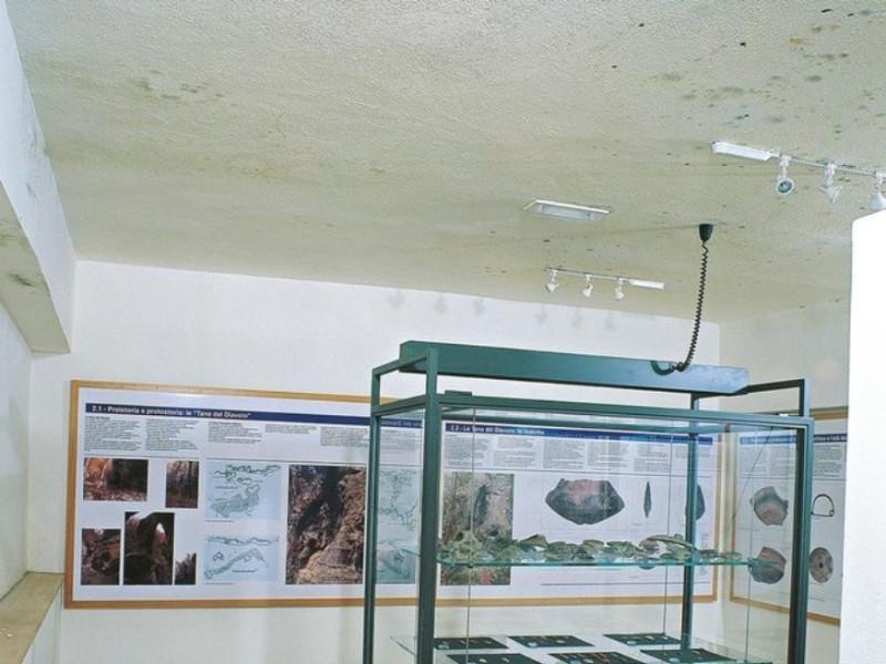 Centro di documentazione territoriale e Tane  ; jpg; 672 pixels; 768 pixels