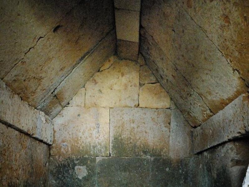 Necropoli di Crocifisso del Tufo. VI-III sec. Fedeli, Marcello; jpg; 1417 pixels; 2126 pixels