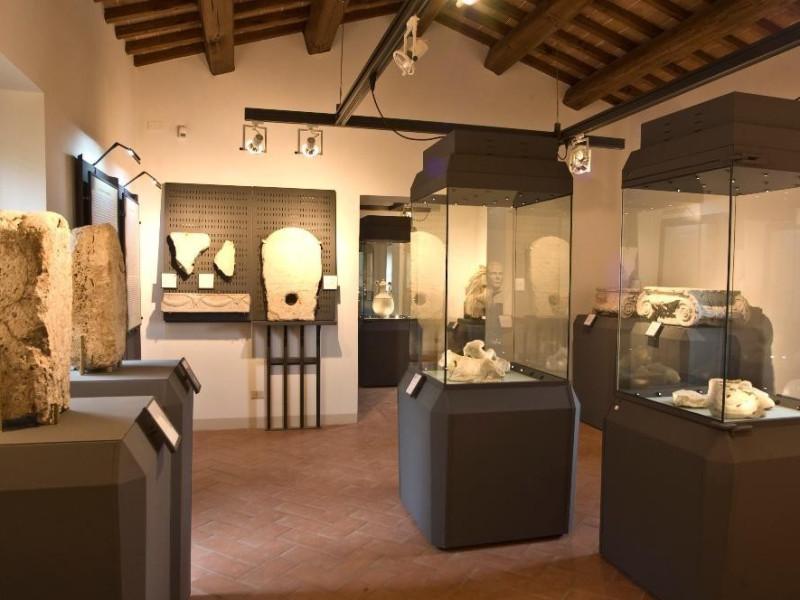 Antiquarium di San Fulgenzio. Sala espositiva jpg; 2949 pixels; 1961 pixels