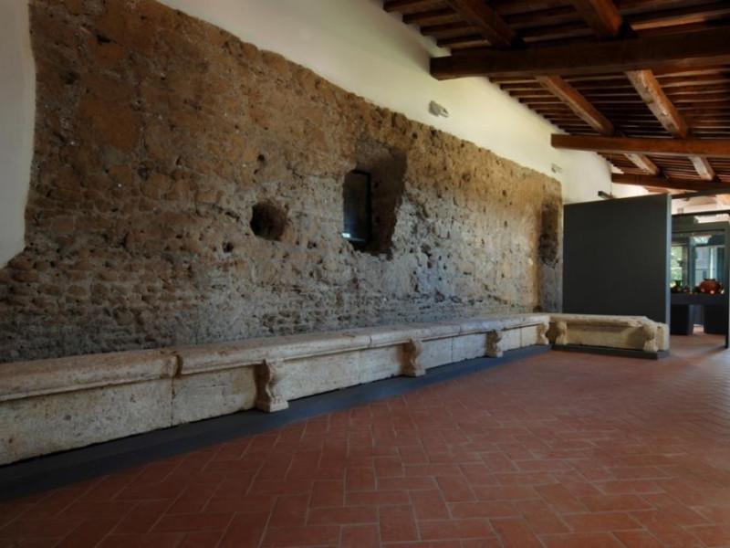 Antiquarium di San Fulgenzio. Sala espositiva jpg; 929 pixels; 622 pixels