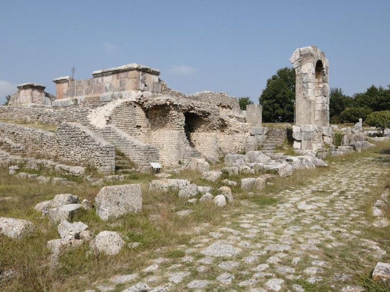 Parco archeologico di Carsulae. Isolati e tab ; jpg; 2126 pixels; 1417 pixels