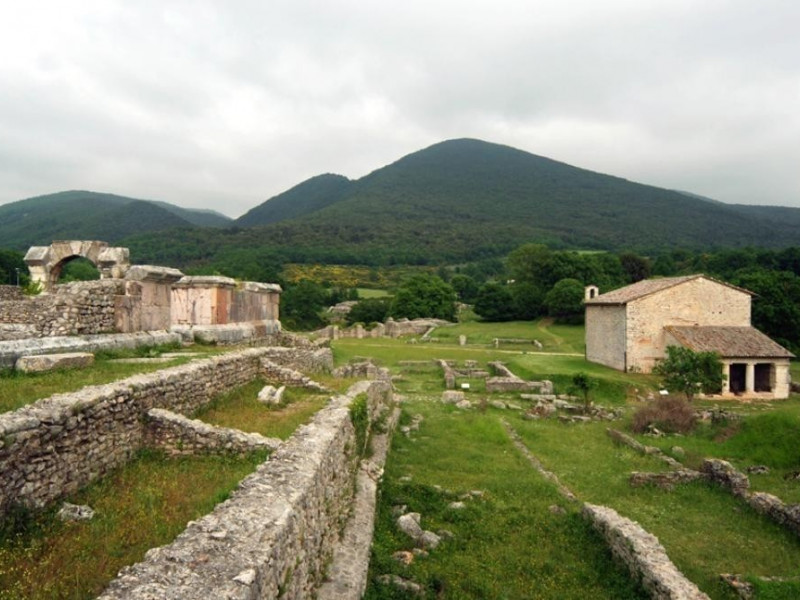 Parco archeologico di Carsulae. Veduta dell'a Bellu, Sandro; jpg; 929 pixels; 622 pixels
