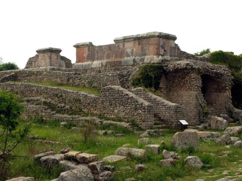 Parco archeologico di Carsulae. Rivestimenti Bellu, Sandro; jpg; 929 pixels; 622 pixels