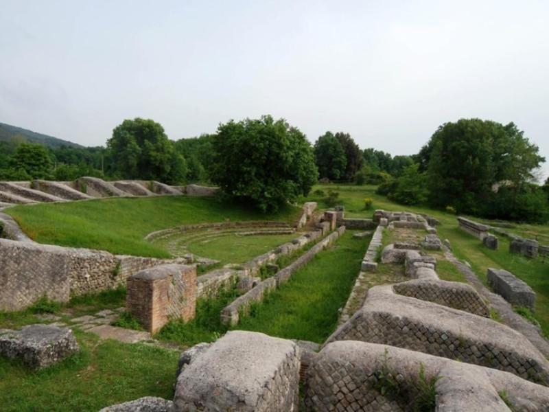 Parco archeologico di Carsulae. Teatro jpg; 929 pixels; 622 pixels