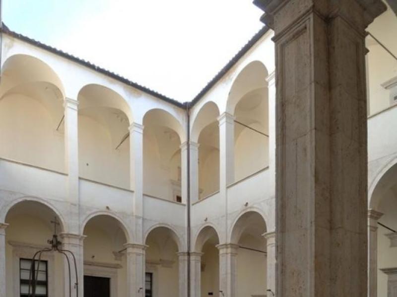 Cortile interno. Fedeli, Marcello; jpg; 511 pixels; 768 pixels