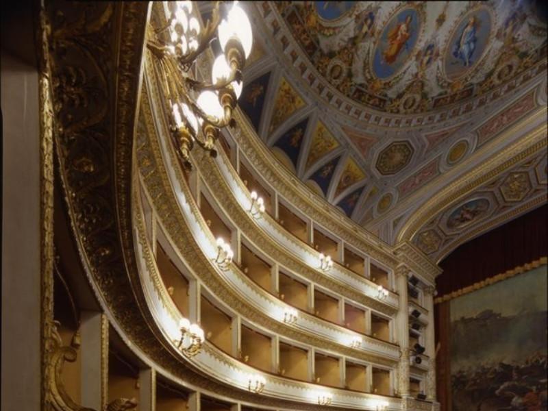 Teatro Luigi Mancinelli. Interno. La sala.  Ficola, Paolo; jpg; 620 pixels; 768 pixels