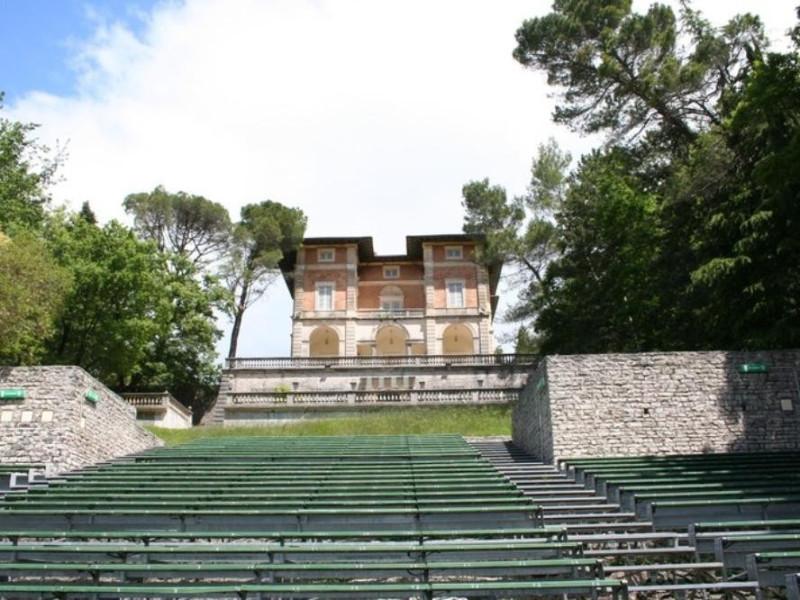 """Villa Franchetti """"Villalago"""". Facciata.  Parco Tecnologico 3A-Progetto Ville e Giardini Regione Umbria; jpg; 768 pixels; 512 pixels"""