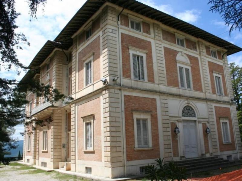 """Villa Franchetti """"Villalago"""". Veduta laterale Parco Tecnologico 3A-Progetto Ville e Giardini Regione Umbria; jpg; 768 pixels; 512 pixels"""