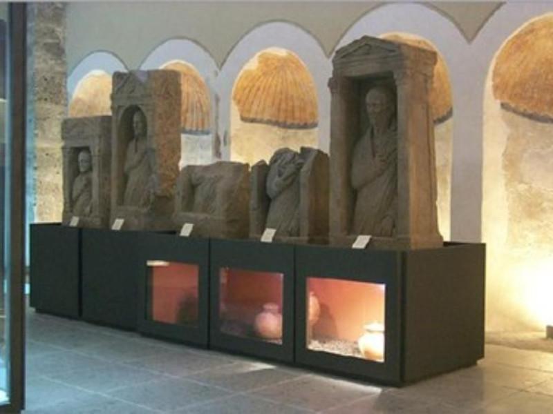 Allestimento museale, sale con le stele funer