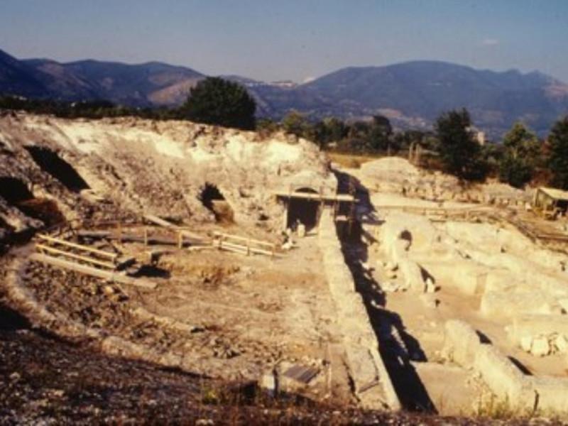 Antica Cales, veduta della cavea