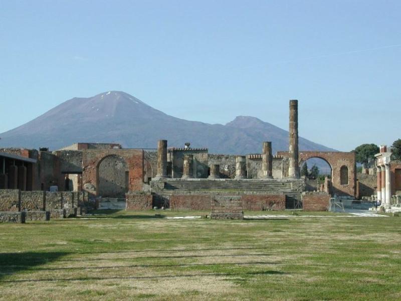Pompei, Scavi con veduta Vesuvio