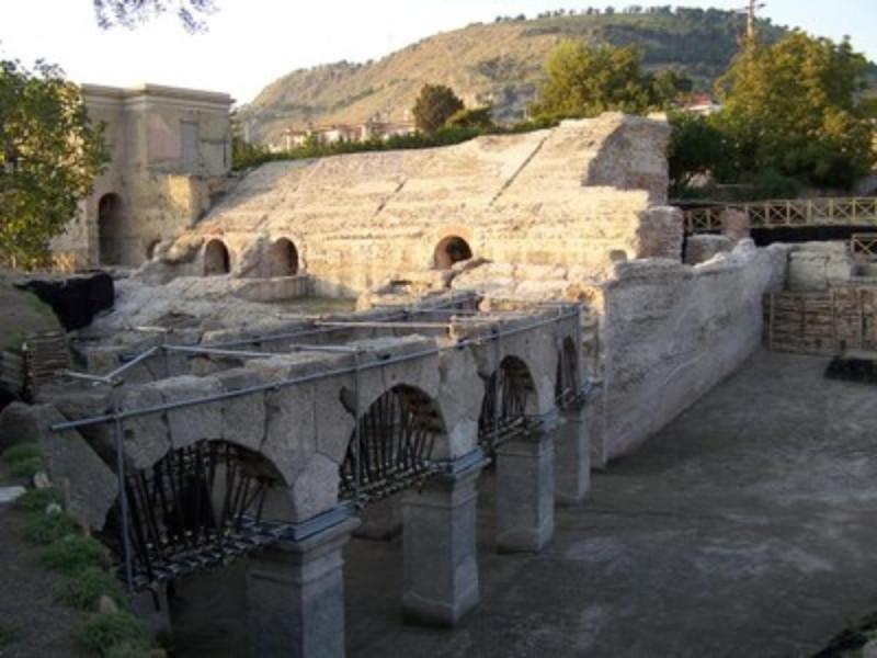Stadio di Antonino Pio, ingresso monumentale