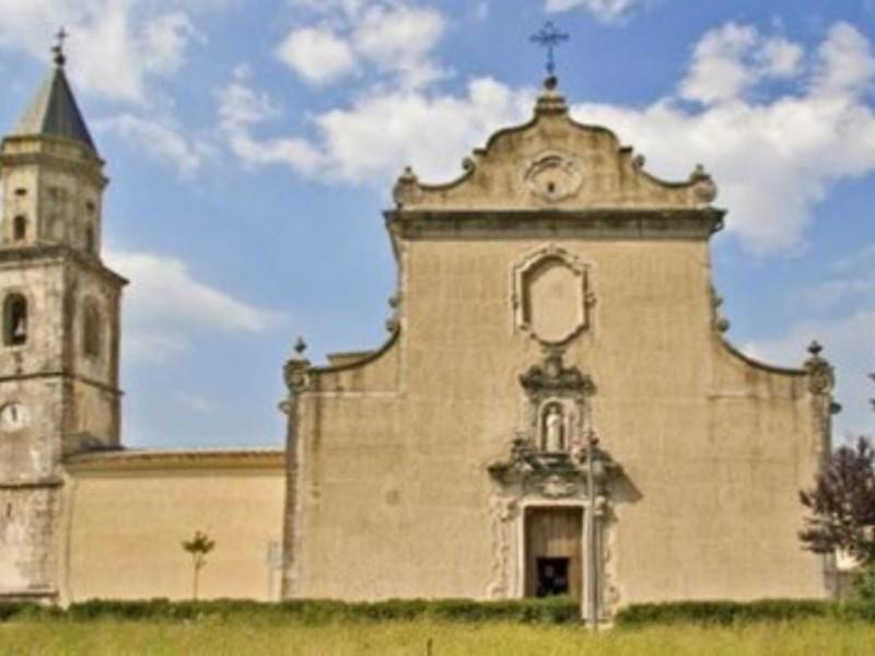 Chiesa con campanile