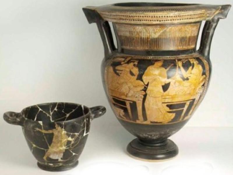 Corredo funerario con vasi attici