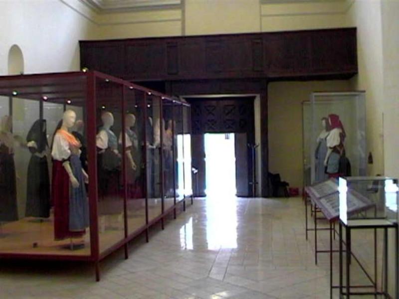 """Polla, Museo Civico """"Insteia Polla"""", Rassegna Permanente delle Antiche Vestiture Pollesi"""