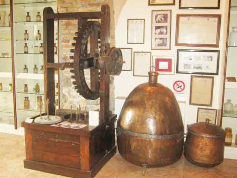 Museo di Storia della Farmacia e Biblioteca Rabainisia