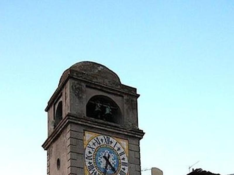 Piazzetta di Capri: campanile prima del restauro