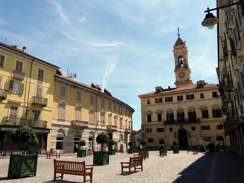 Piazza Ferruccio Nazionale e Municipio