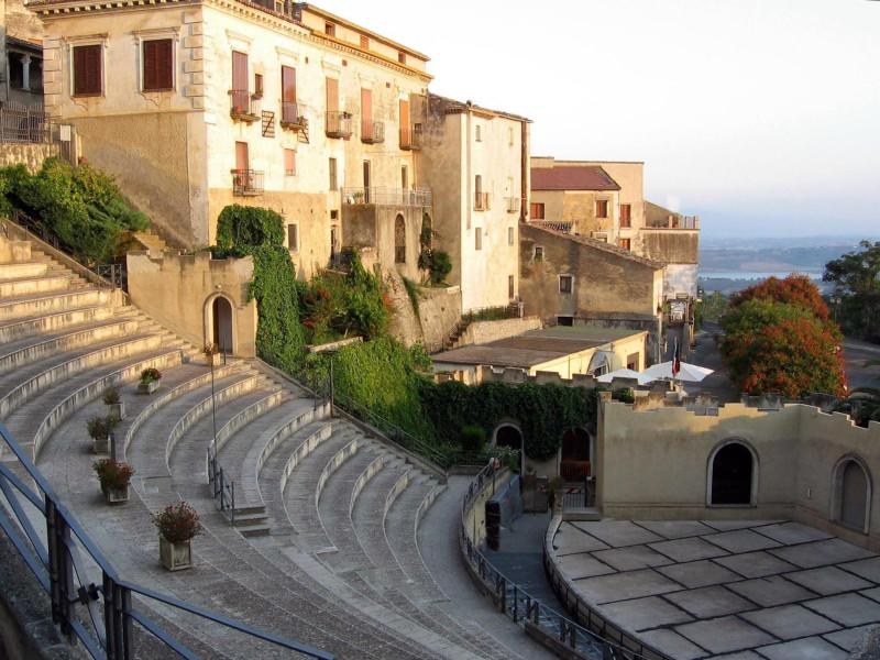 """Teatro """"Costantino Belluscio"""""""