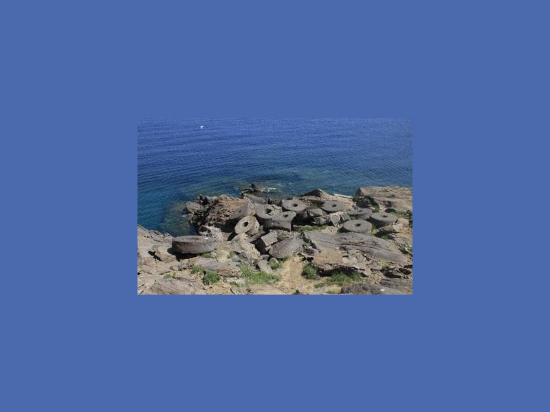 Villaggio Preistorico di Capo Graziano: le macine