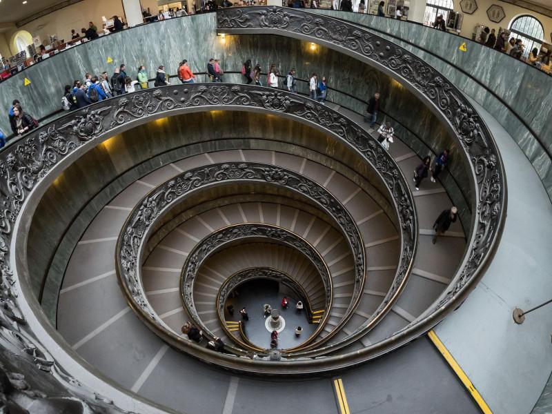 Musei Vaticani: scale a spirale di Giuseppe Momo