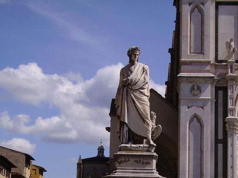 Piazza Santa Croce: statua di Dante Alighieri