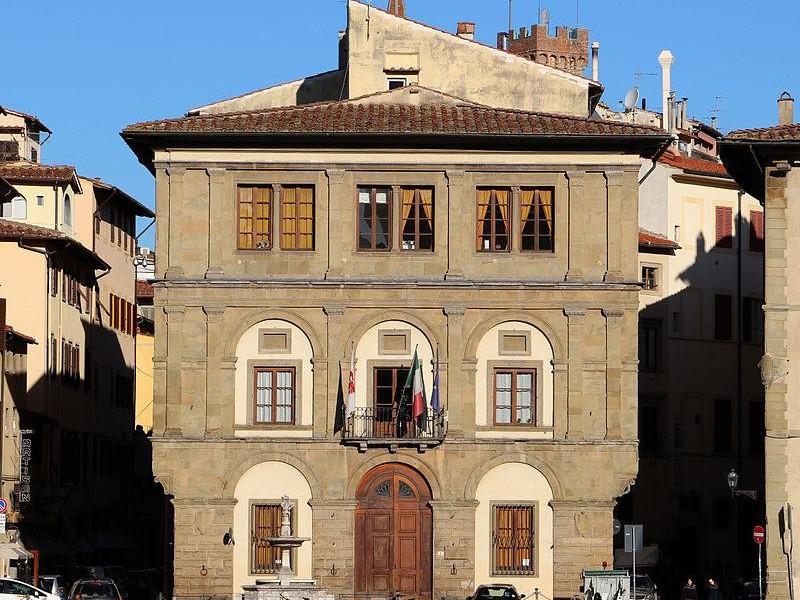 Piazza Santa Croce: palazzo cocchi-serristori