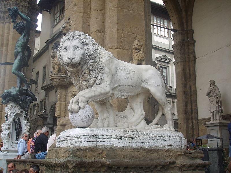 Loggia dei Lanzi: leone (Flaminio Vacca)