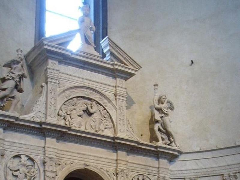 Basilica di Santo Spirito: altare del sacramento (Sansovino)