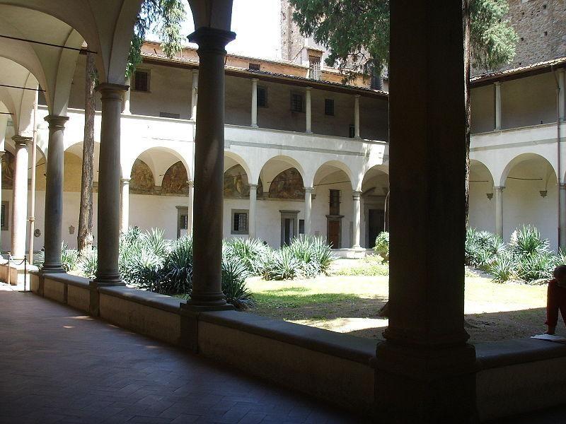 Basilica di Santa Maria del Carmine: chiostro