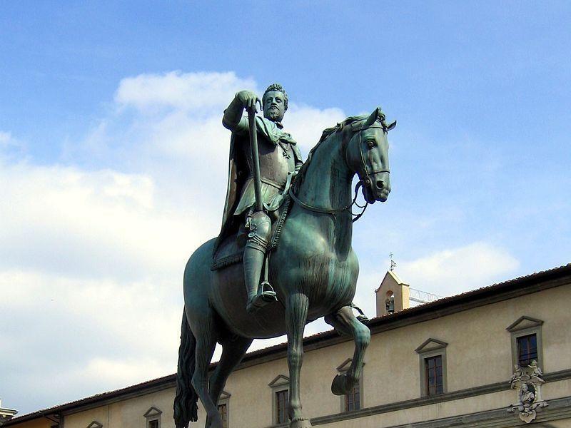 Piazza Santissima Annunziata: statua equestre di ferdinando I