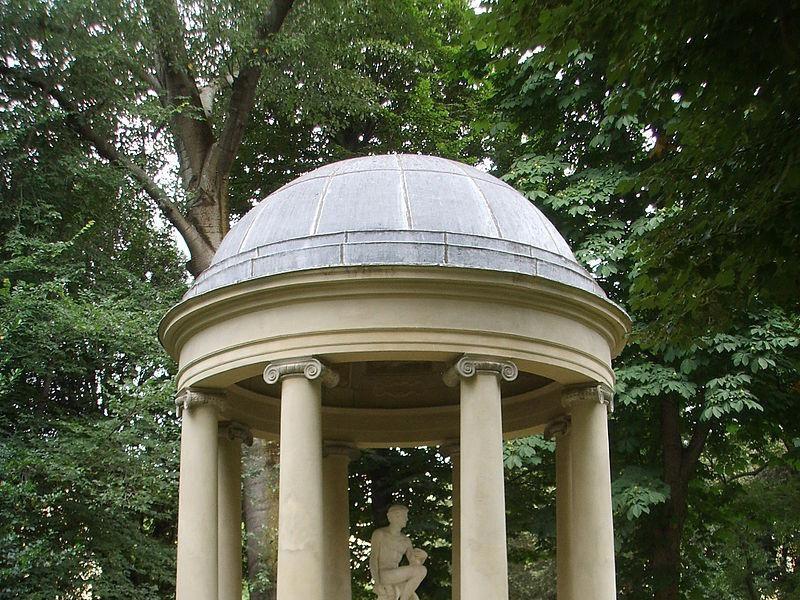 Giardino della Gherardesca: tempietto neoclassico