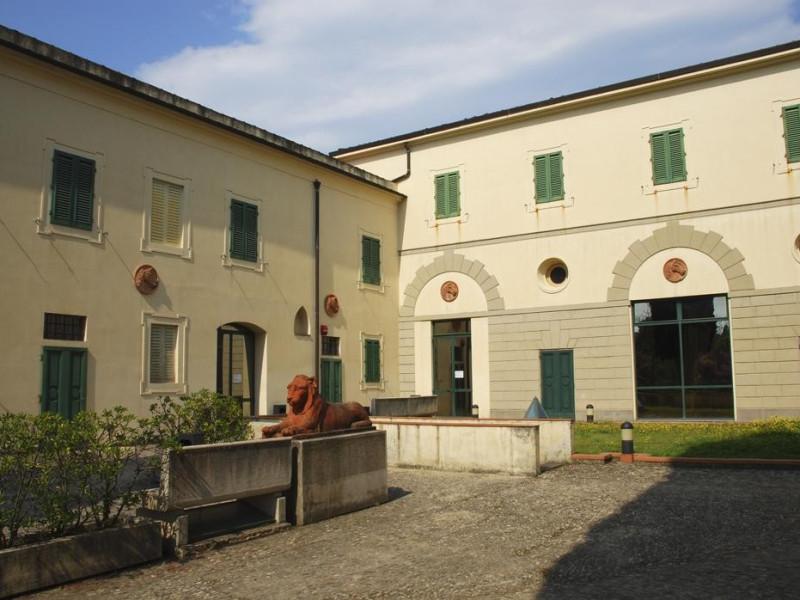 Villa Strozzi: scuderie