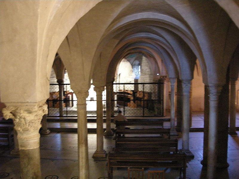 Basilica di San Miniato al Monte: cripta