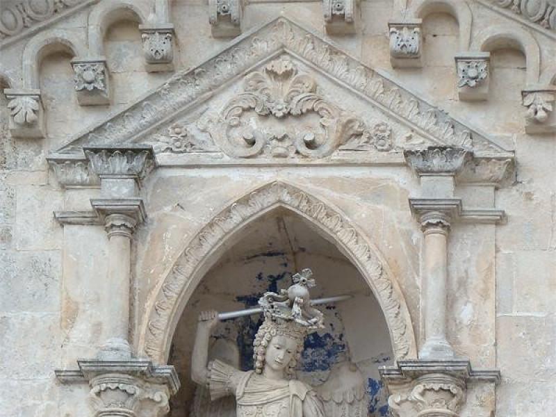 Santuario di San Michele Arcangelo: rilievo del Santo