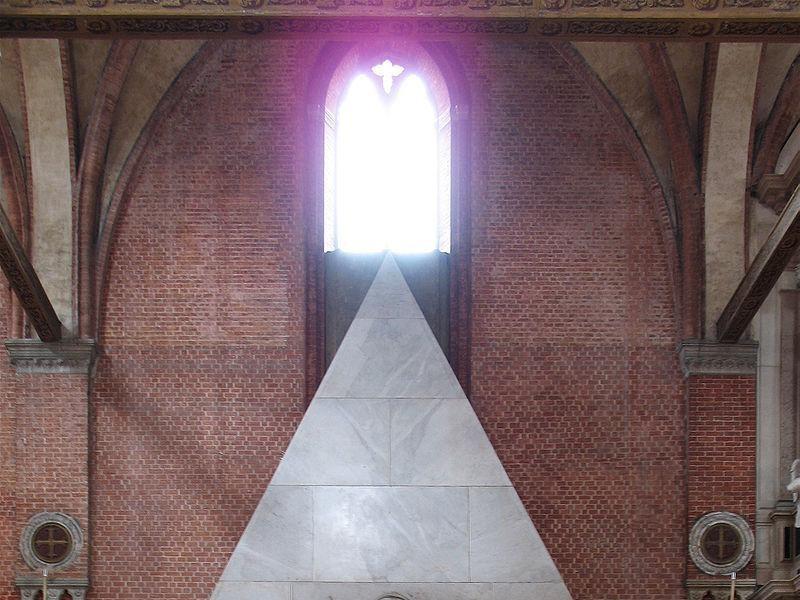 Basilica di Santa Maria Gloriosa dei Frari: tomba del canova
