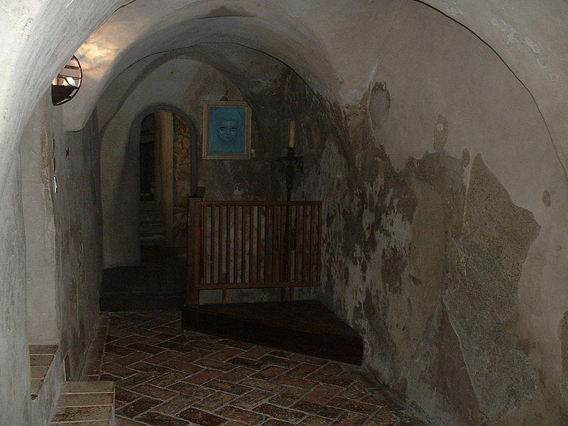 Castello di Montebello: corridoio di azzurrina