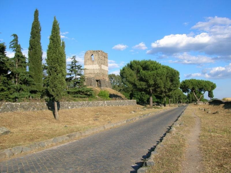 Appia Antica: torre di guardia medievale