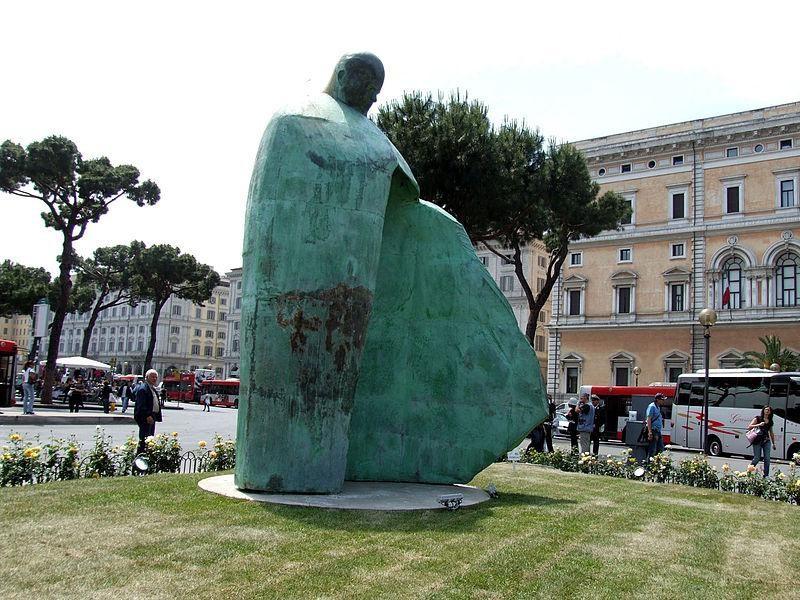 Monumento a Giovanni Paolo II (rinaldi)