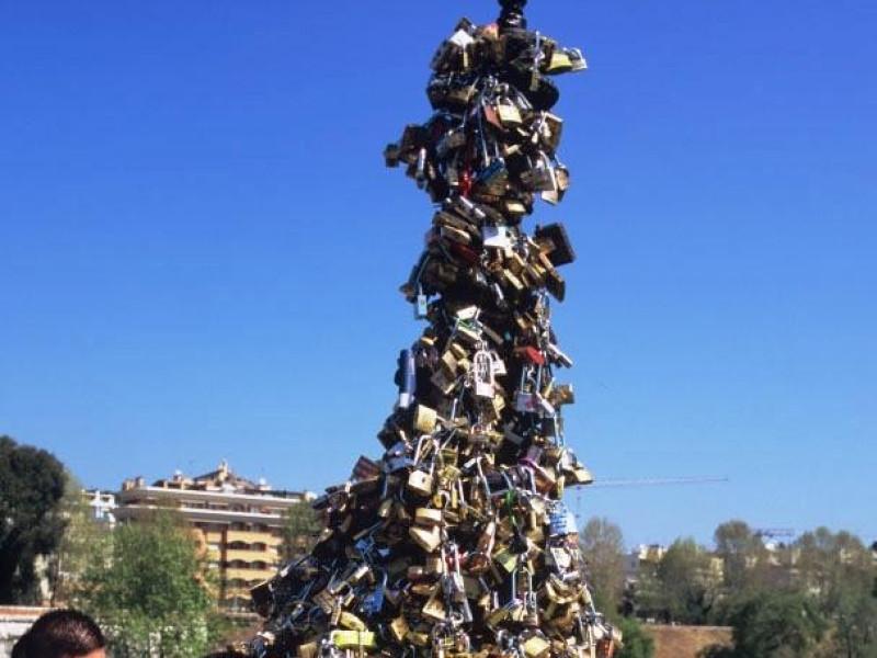 Ponte Milvio: tradizione dei lucchetti