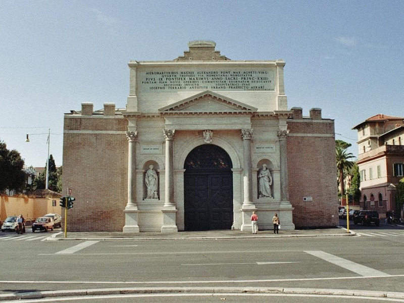 Porta Pia: facciata esterna