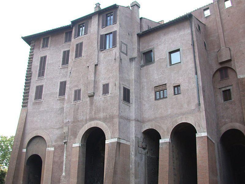 Palazzo dei Savelli, sul Teatro